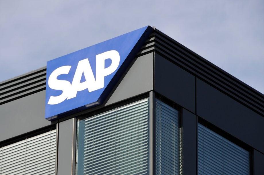 SAP Logo an einem Gebäude.