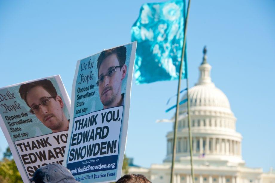"""Protestschilder mit der Aufschrift """"Danke, Edward Snowden"""" vor dem Kapitol in Washington"""