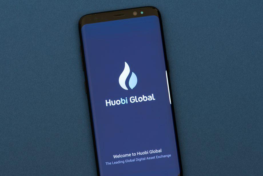 Smartohone zeigt Huobi-Logo