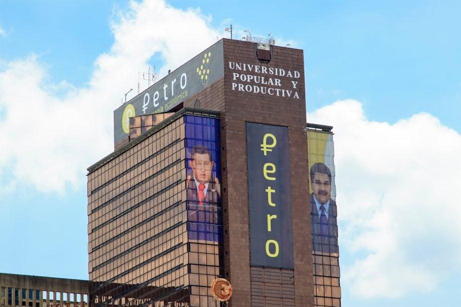 Petro-Schriftzug auf einer Fassade in Venezuela