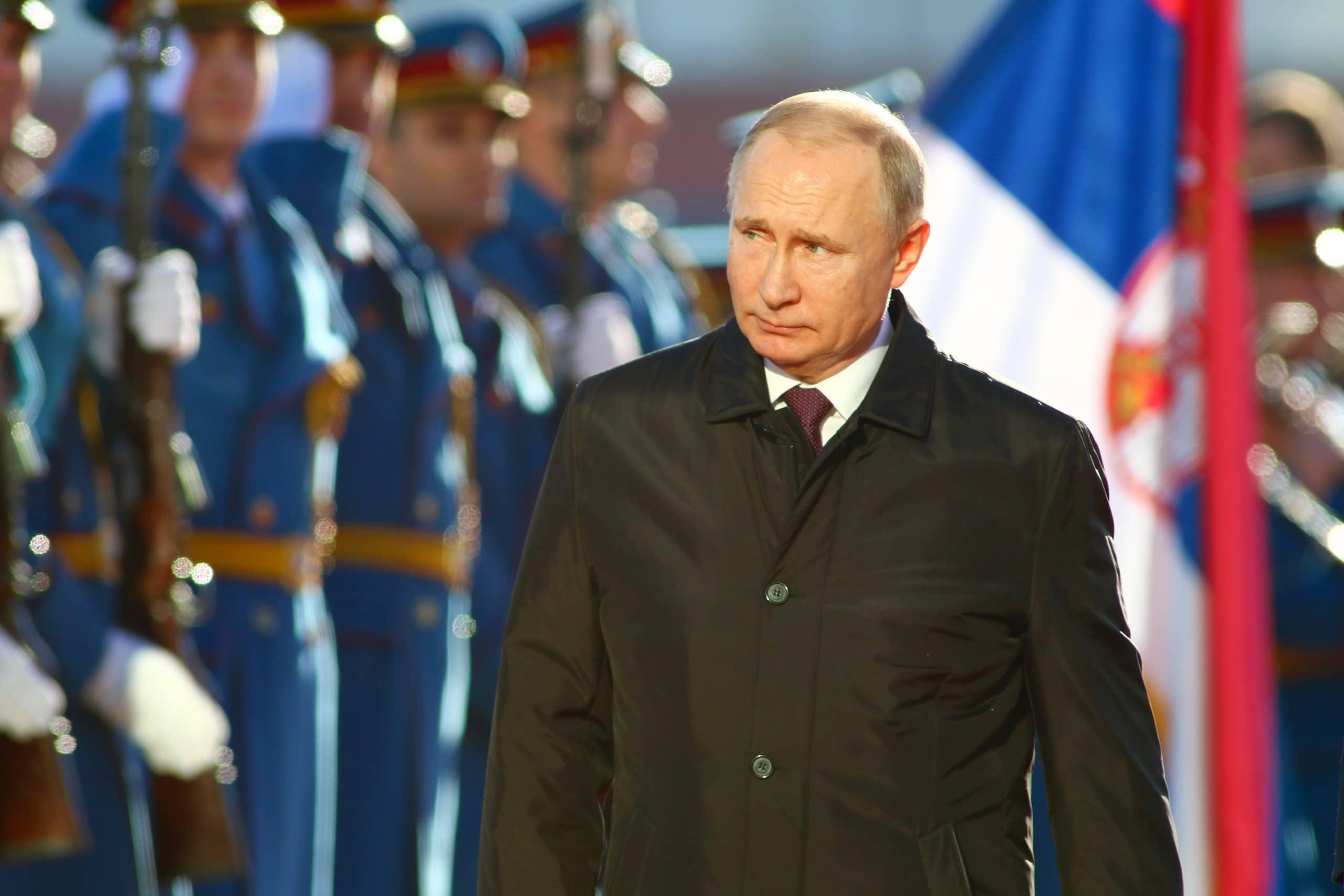 Der russische Präsident Vladimir Putin bei einem Militärempfang in Belgrad