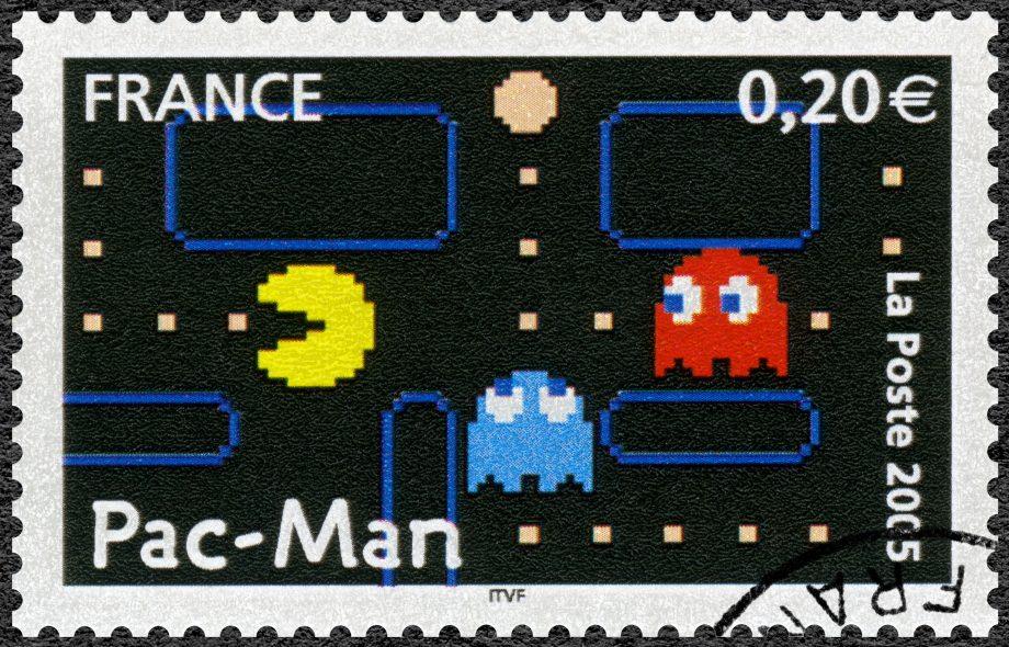 Briefmarke zeigt Pacman auf der Flucht vor Geistern