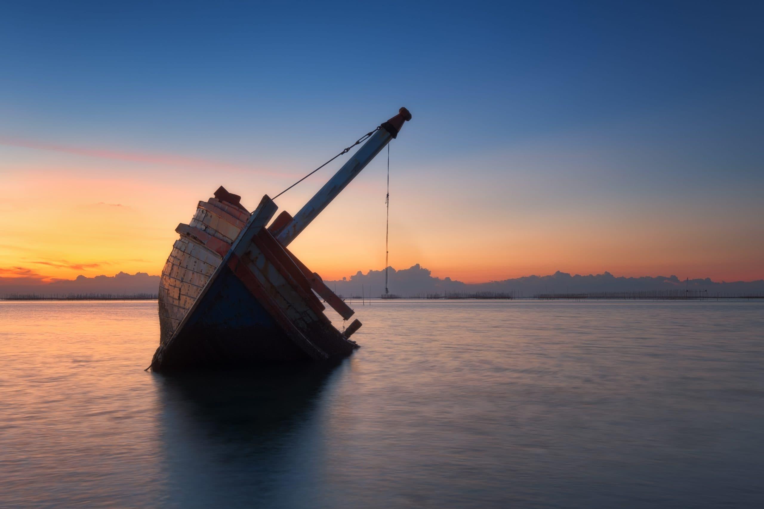 Schiff erleidet leider Schiffbruch.