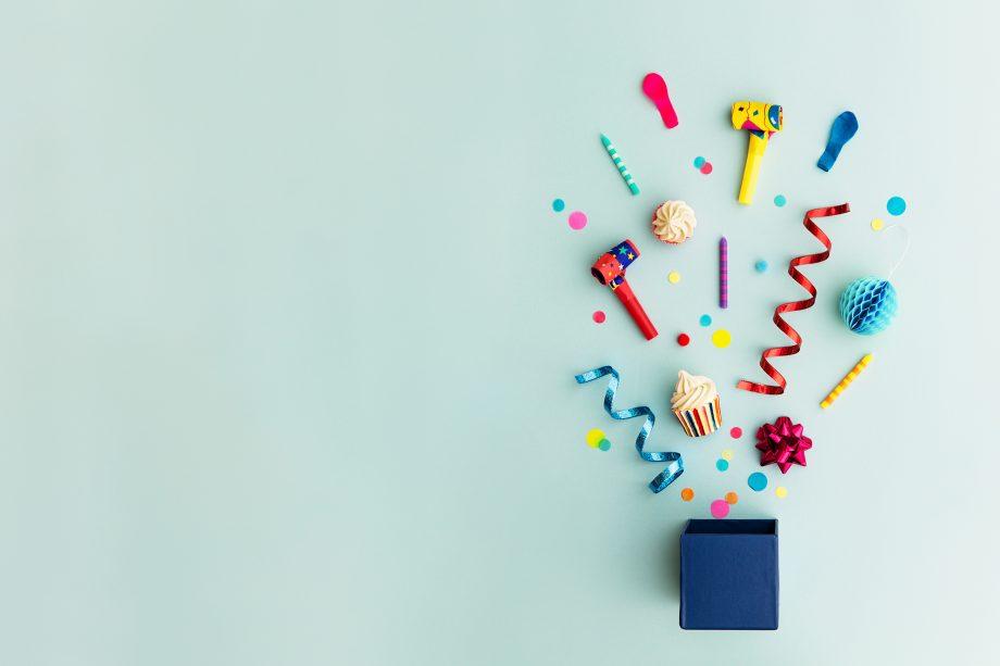 Eine Bitcoin-Geburtstagsfeier illustriert durch Partygadgets.