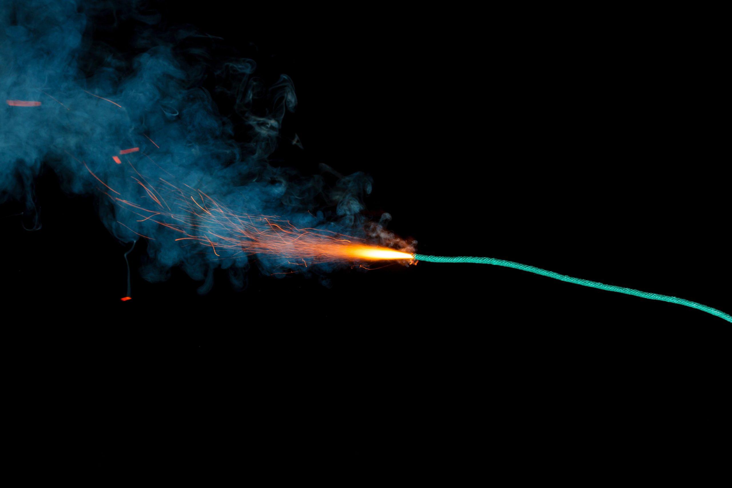 Zündschnur fängt Feuer