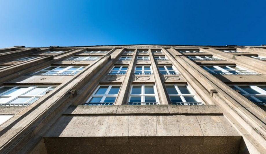 Die Fassade des Gebäudes, in dem das Neue Lisk Center beheimatet ist