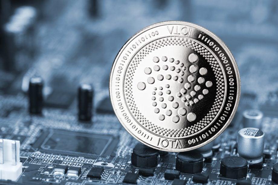 IOTA-Münze auf Platine