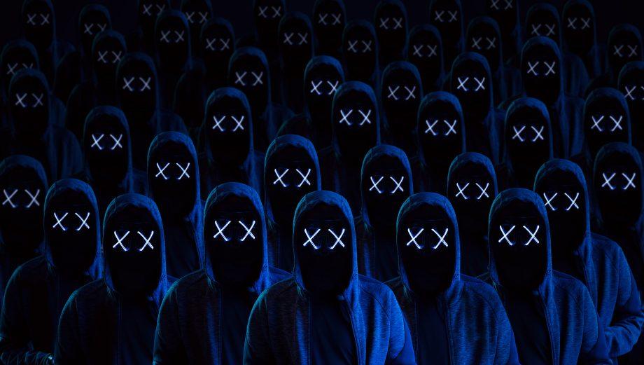 Eine Armee von Kapuzenträgern