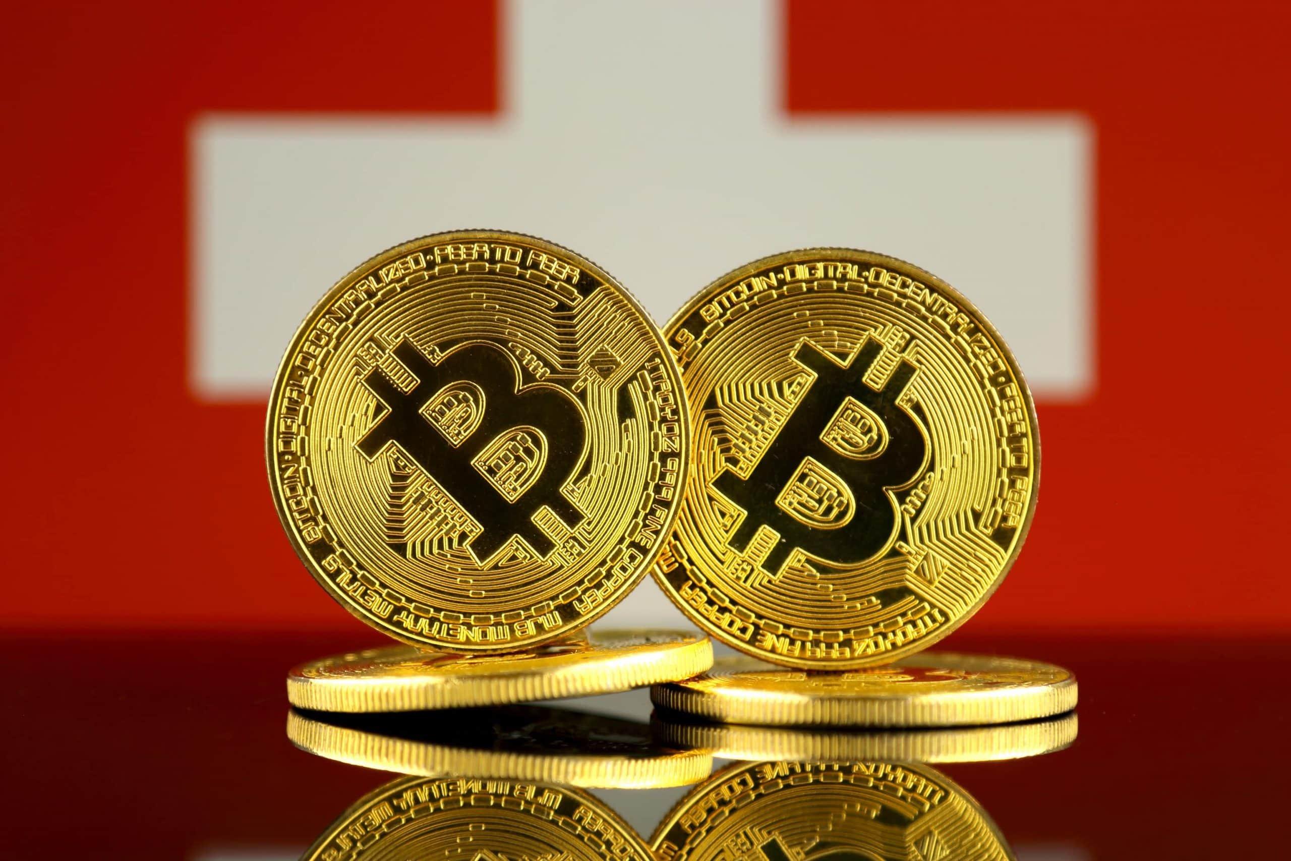 Bitcoin stehen vor der Schweizer Flagge