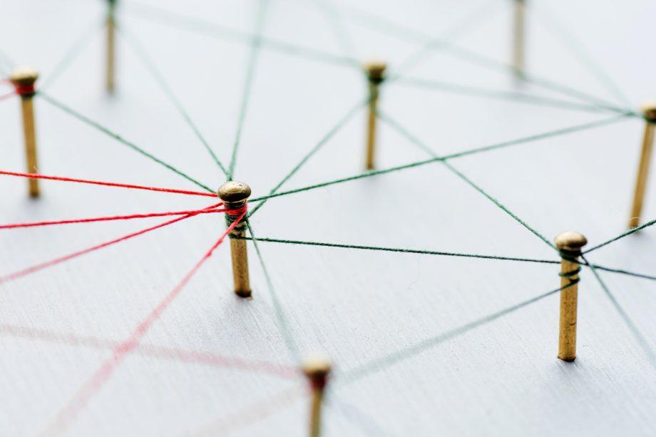 Netzwerk mit Fäden