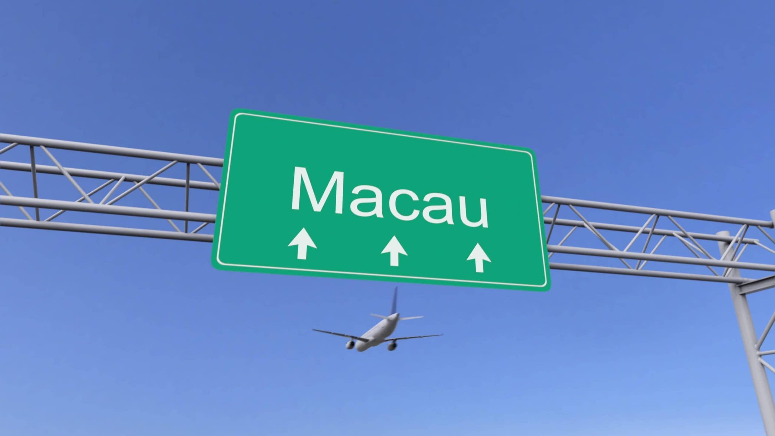Flugzeug im Hintergrund, Macao-Schild im Vordergrund