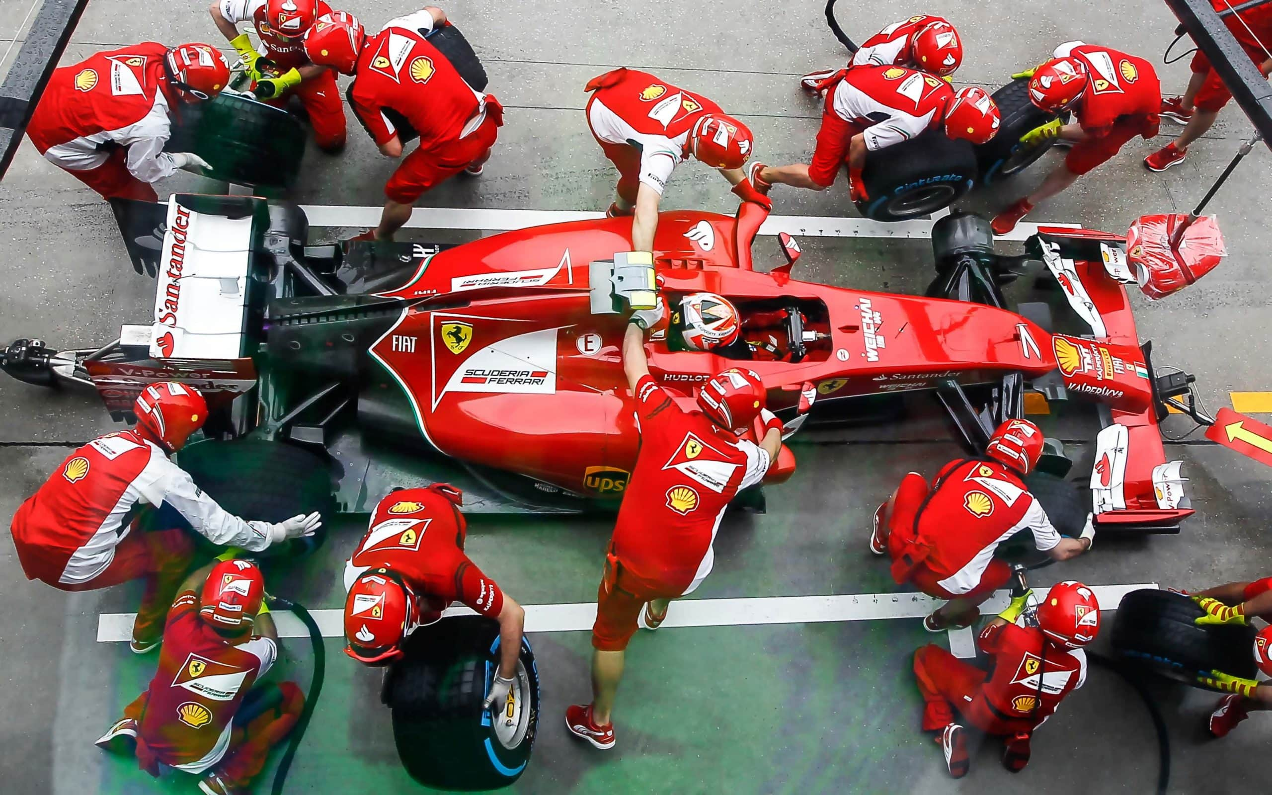 Ein Ferrari der Formel 1 beim Boxenstopp
