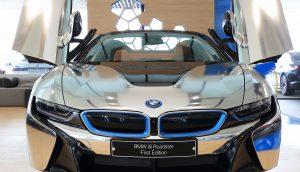 Ein BMW I8 Roadster in Seoul, Südkorea. Er ist ein Hybrid- und Elektroauto.