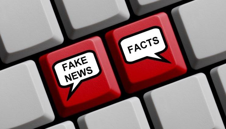 """Illustration einer Tastatur mit den Tasten """"Fake News"""" und """"Facts"""""""