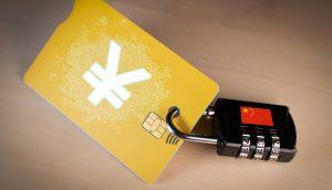 Kreditkarte mit Yuan-Symbol, an der ein Vorhängeschloss mit chinesischer Flagge hängt
