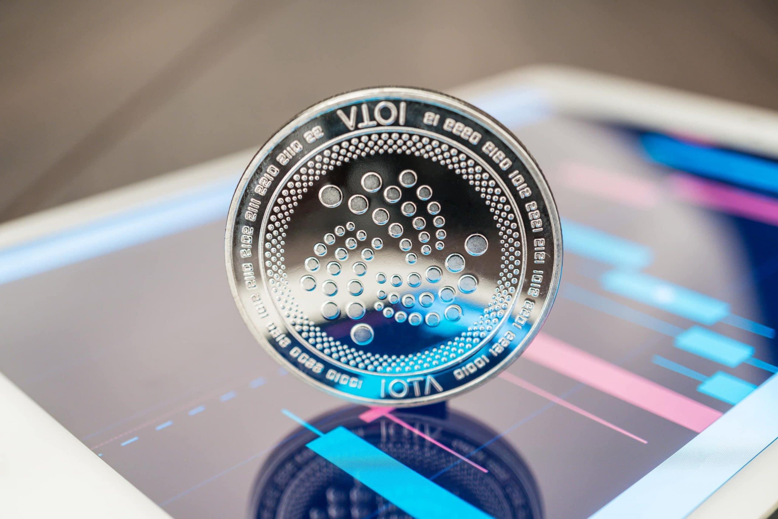 IOTA-Münze auf Smartphone-Display