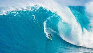 Surfer auf großer Welle