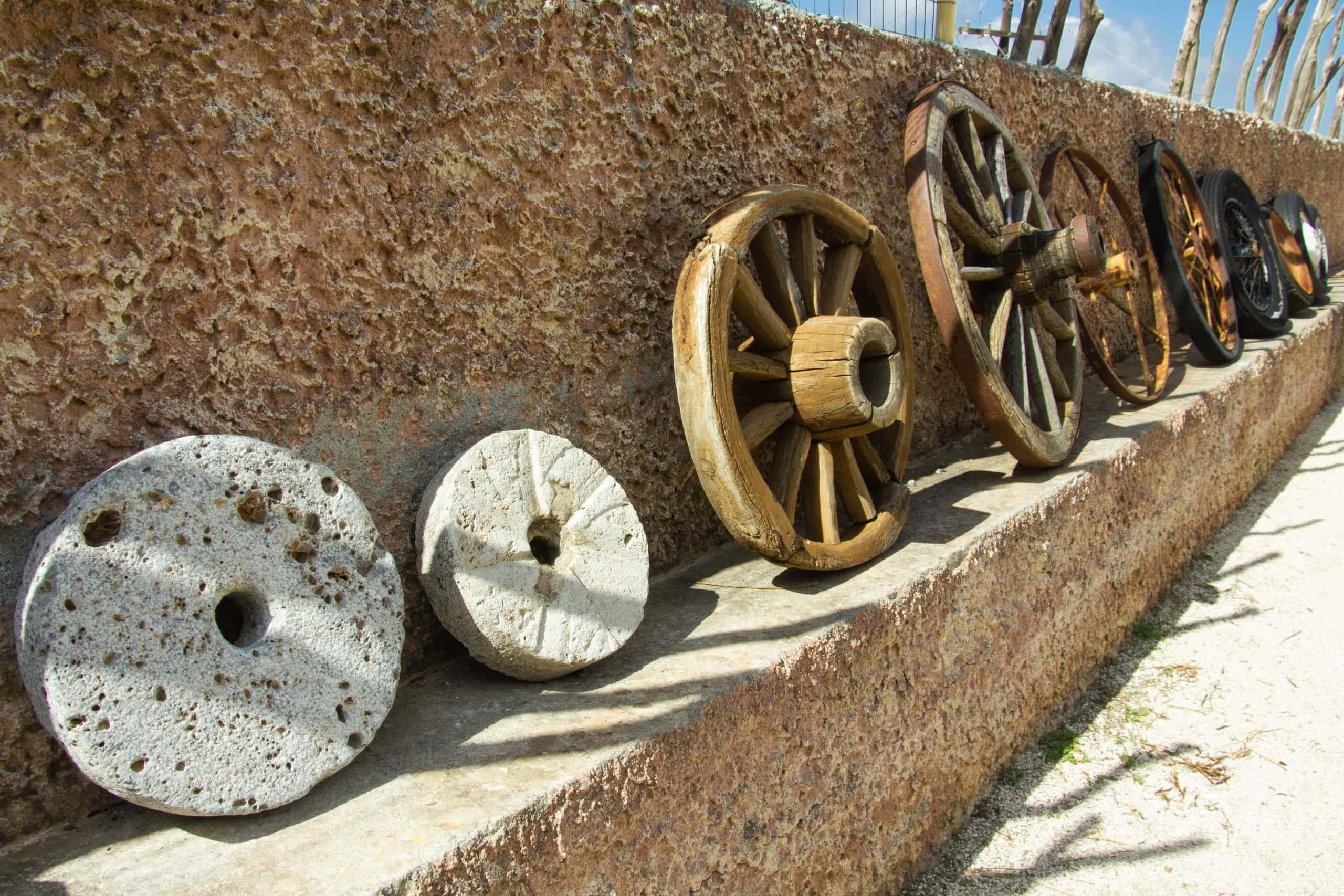 Räder aneinander gereiht, die Token symbolisieren sollen