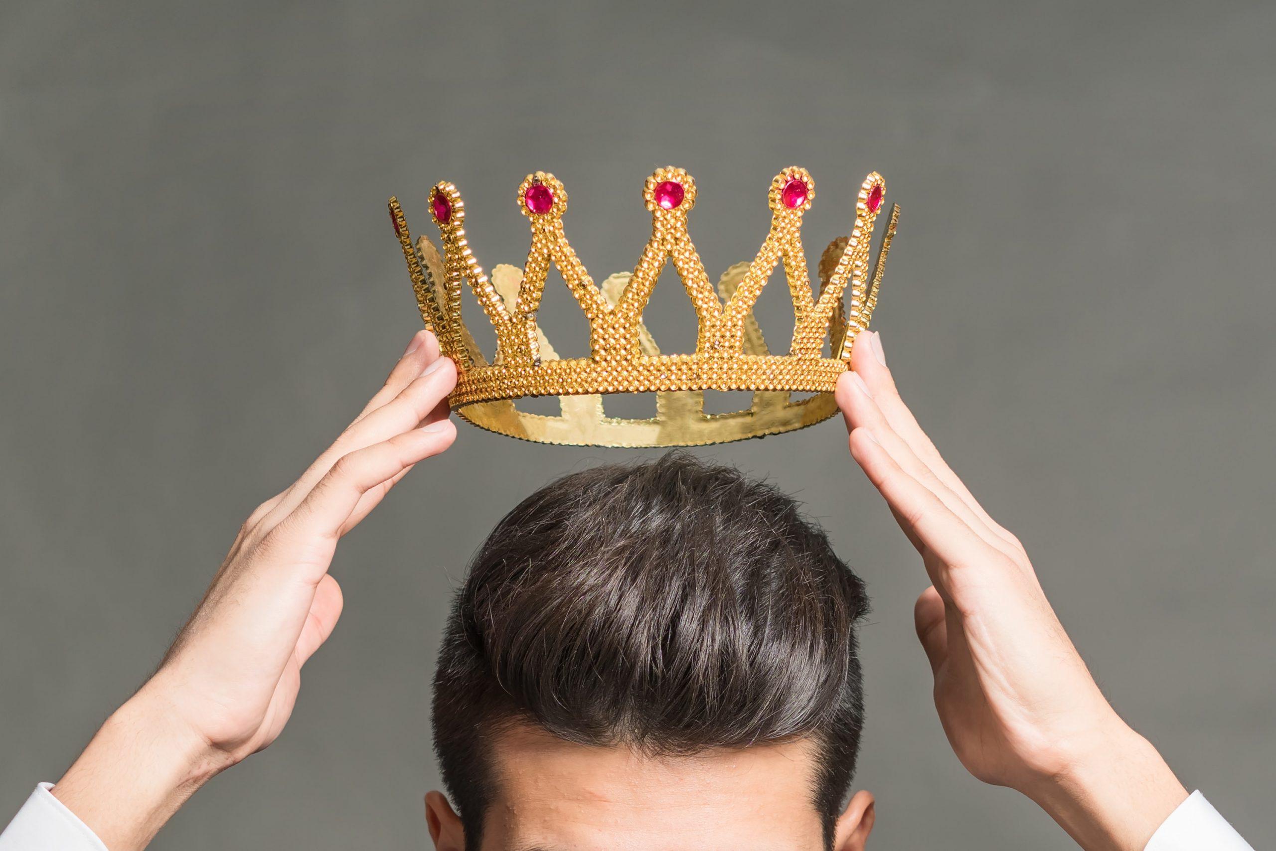 Krone wird aufgesetzt