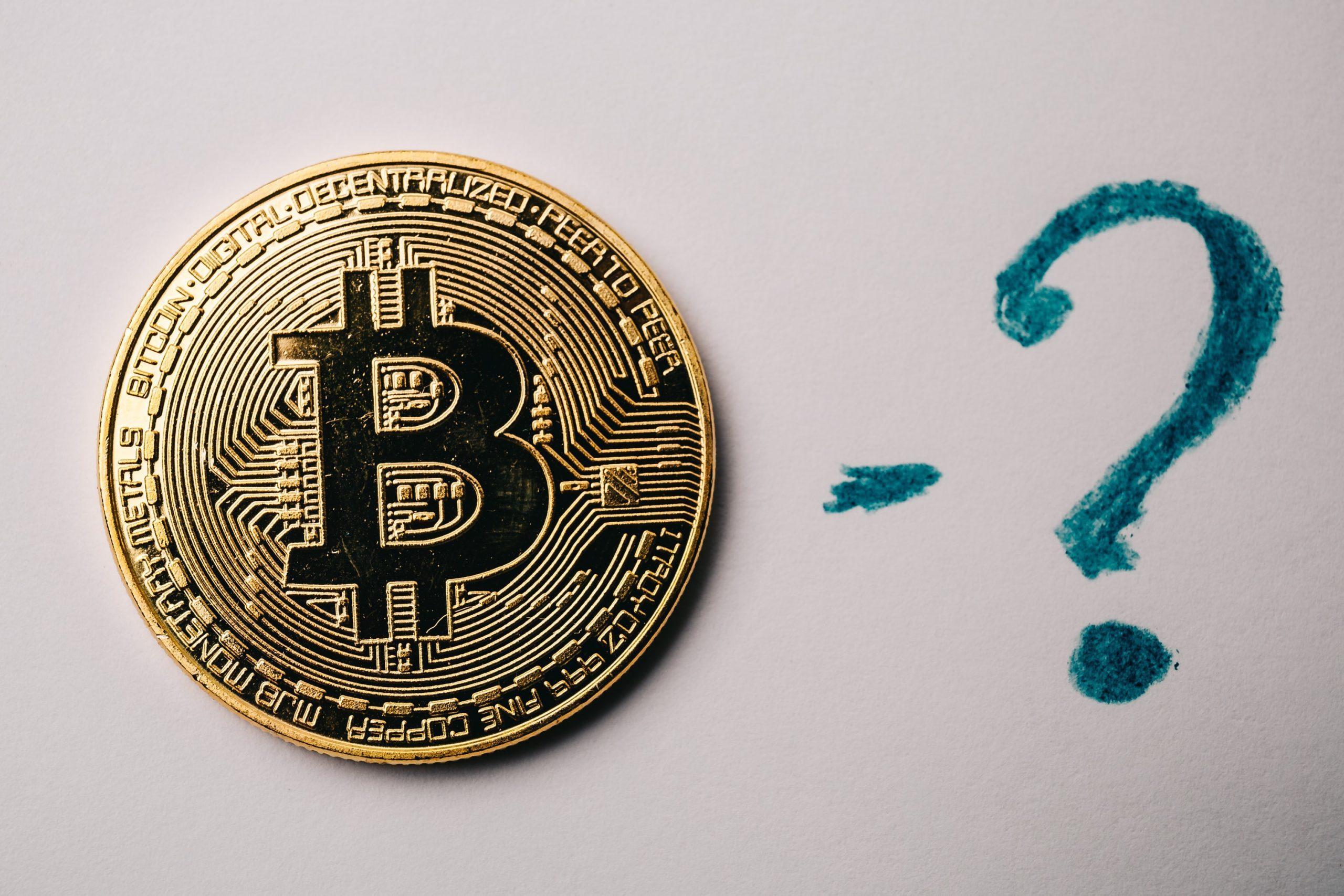 Bitcoin-Münze, daneben ein Fragezeichen