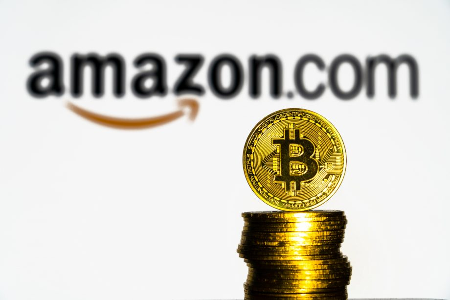 Bitcoins vor Amazon-Logo