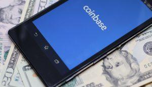 Coinbase-Logo auf einem Smartphone