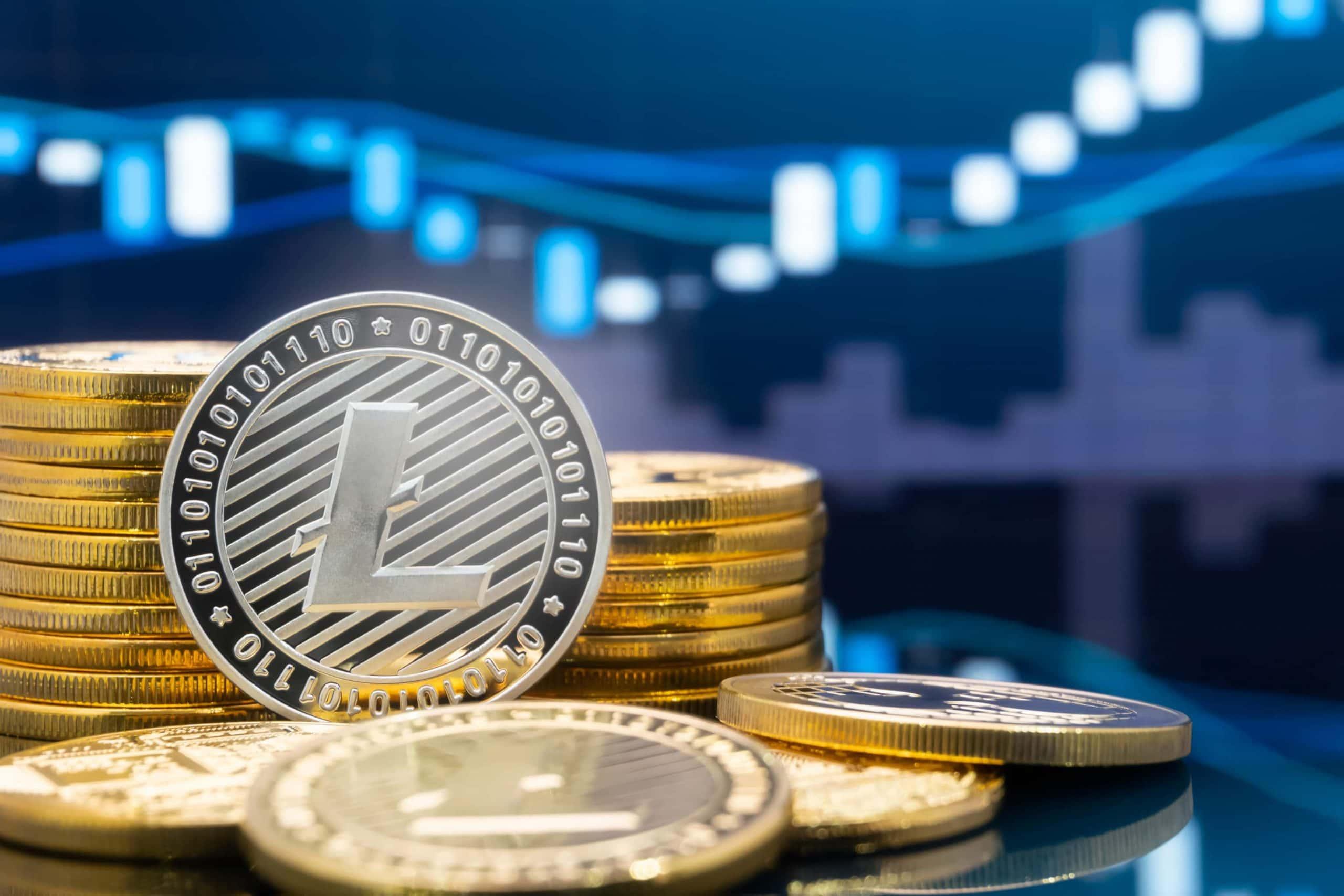 Litecoin-Münze vor einem Chart