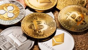 Bitcoin und Altcoin Münzen