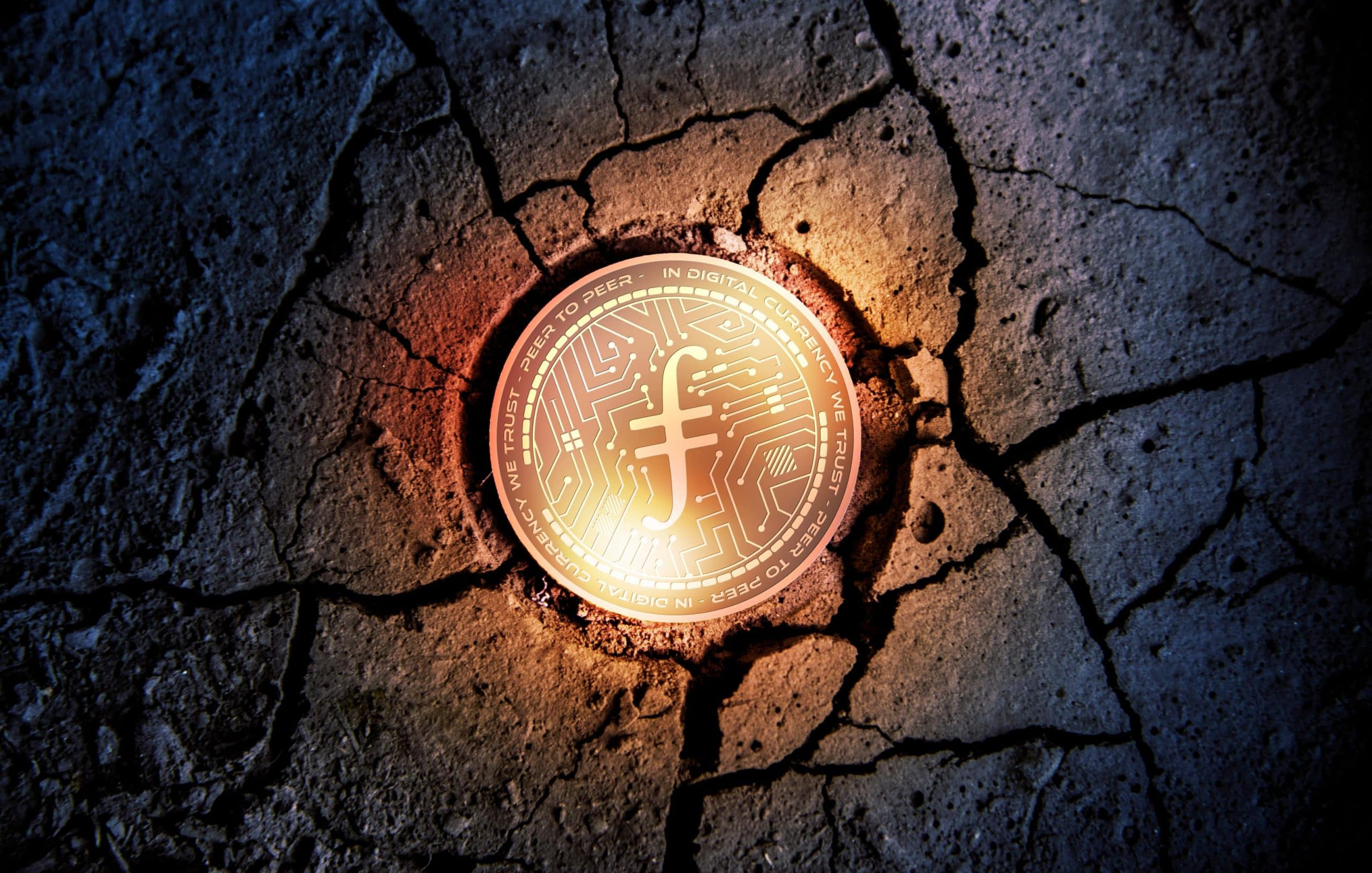 Fielcoin Münze umgeben von gesprengtem Asphalt