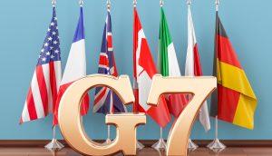 G7 Schriftzug vor den Flaggen der sieben größten Industrienationen (Grafik)