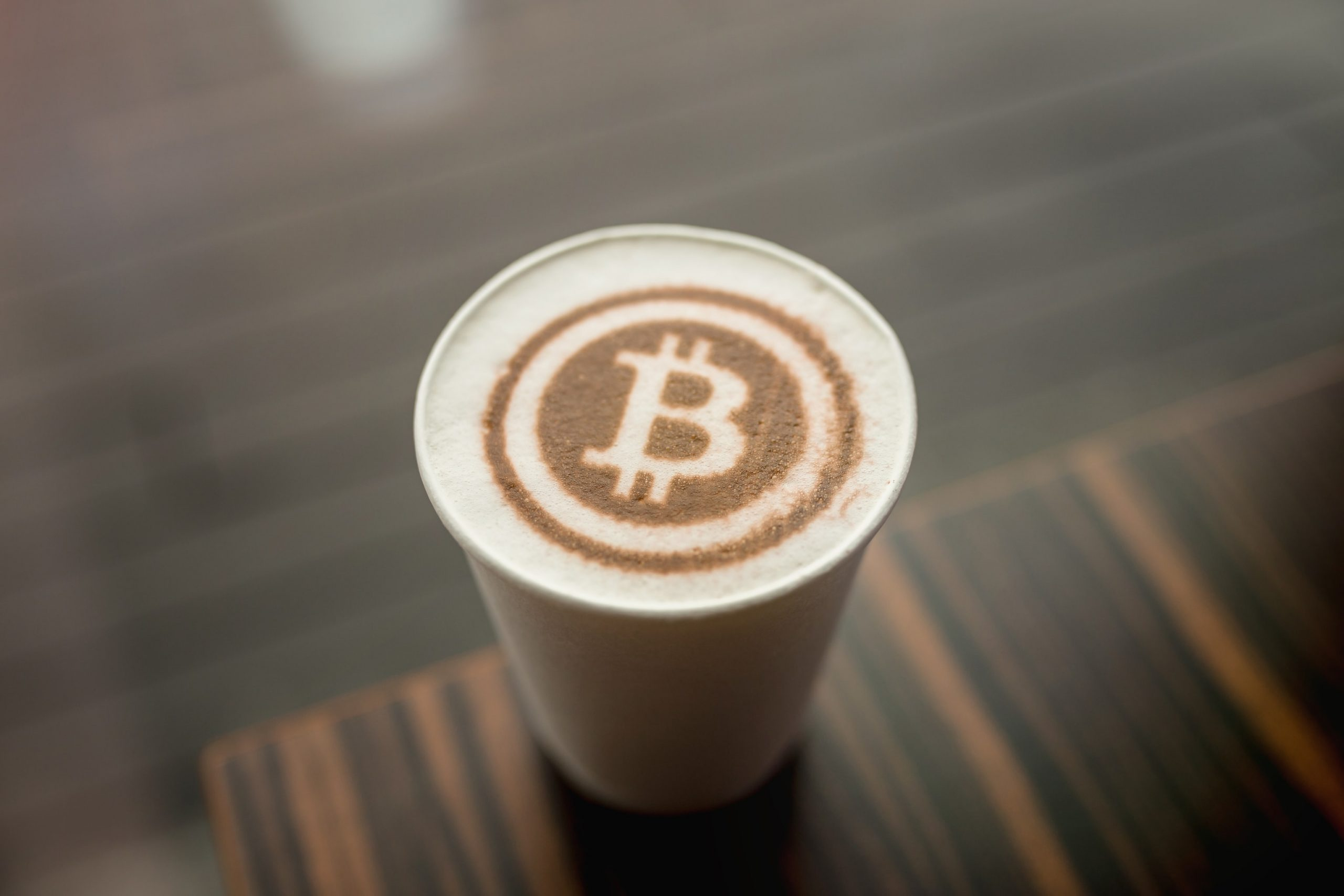 Bitcoin-Logo als Latte Art