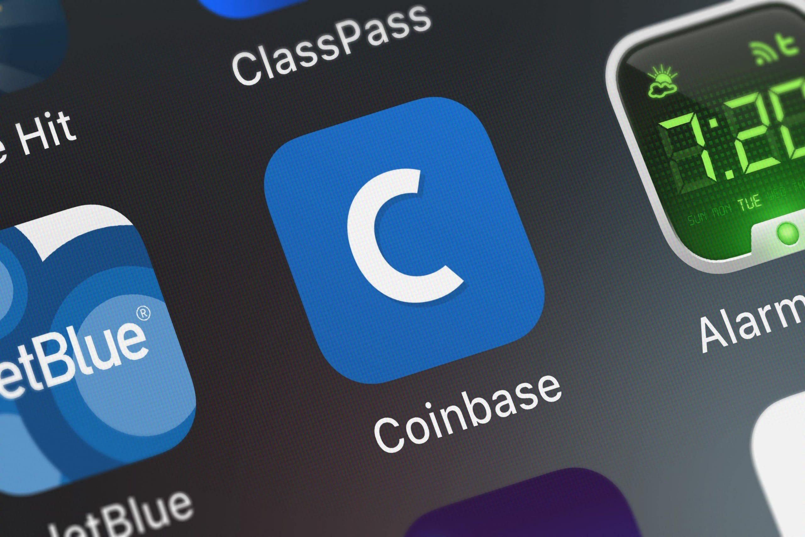 Coinbase-Logo auf einem Smartphone-Display.