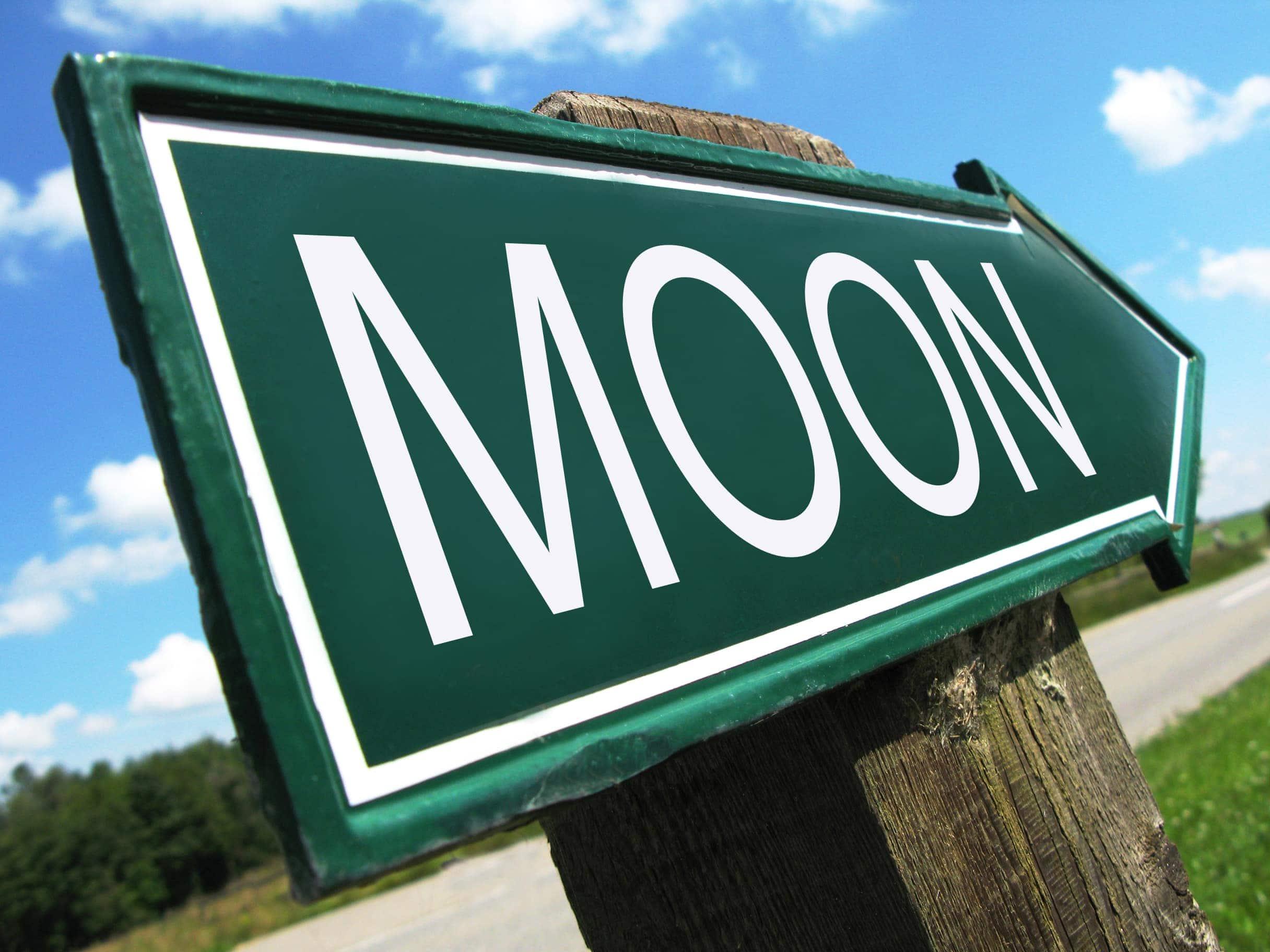 Wegweiser mit der Aufschrift Moon