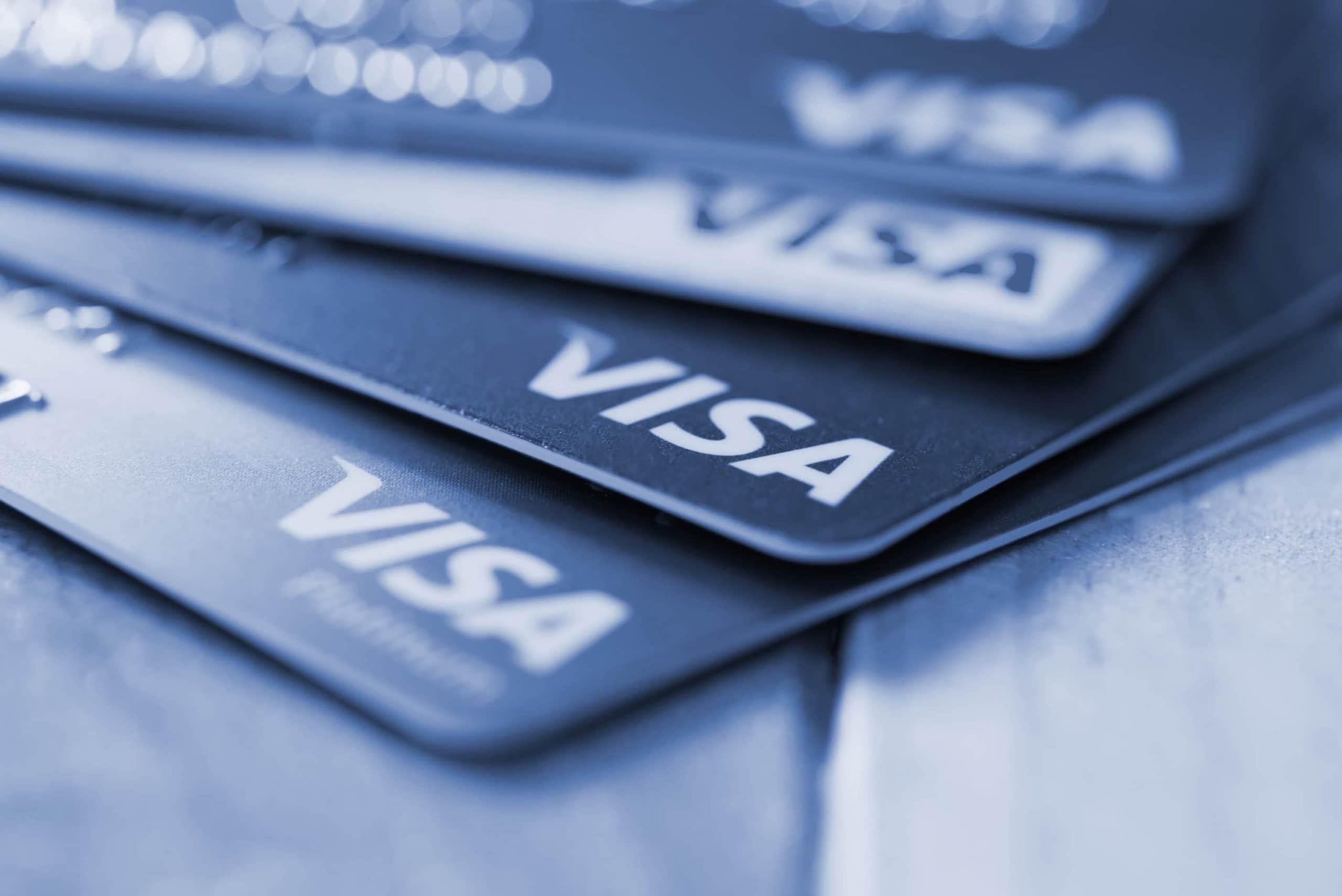 mehrere graue Visakarten