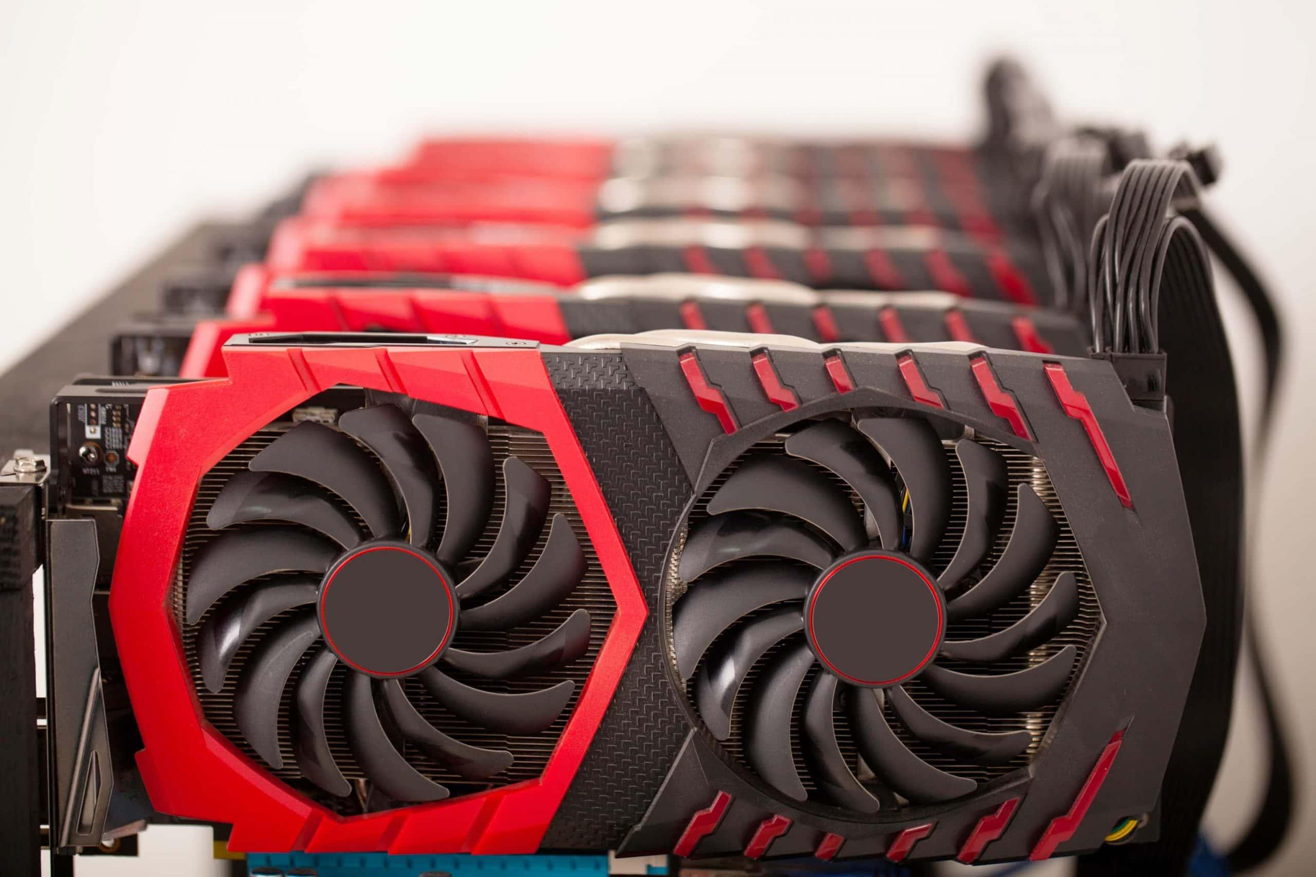 Eine Reihe von GPUs, die für Bitcoin Mining eingesetzt werden
