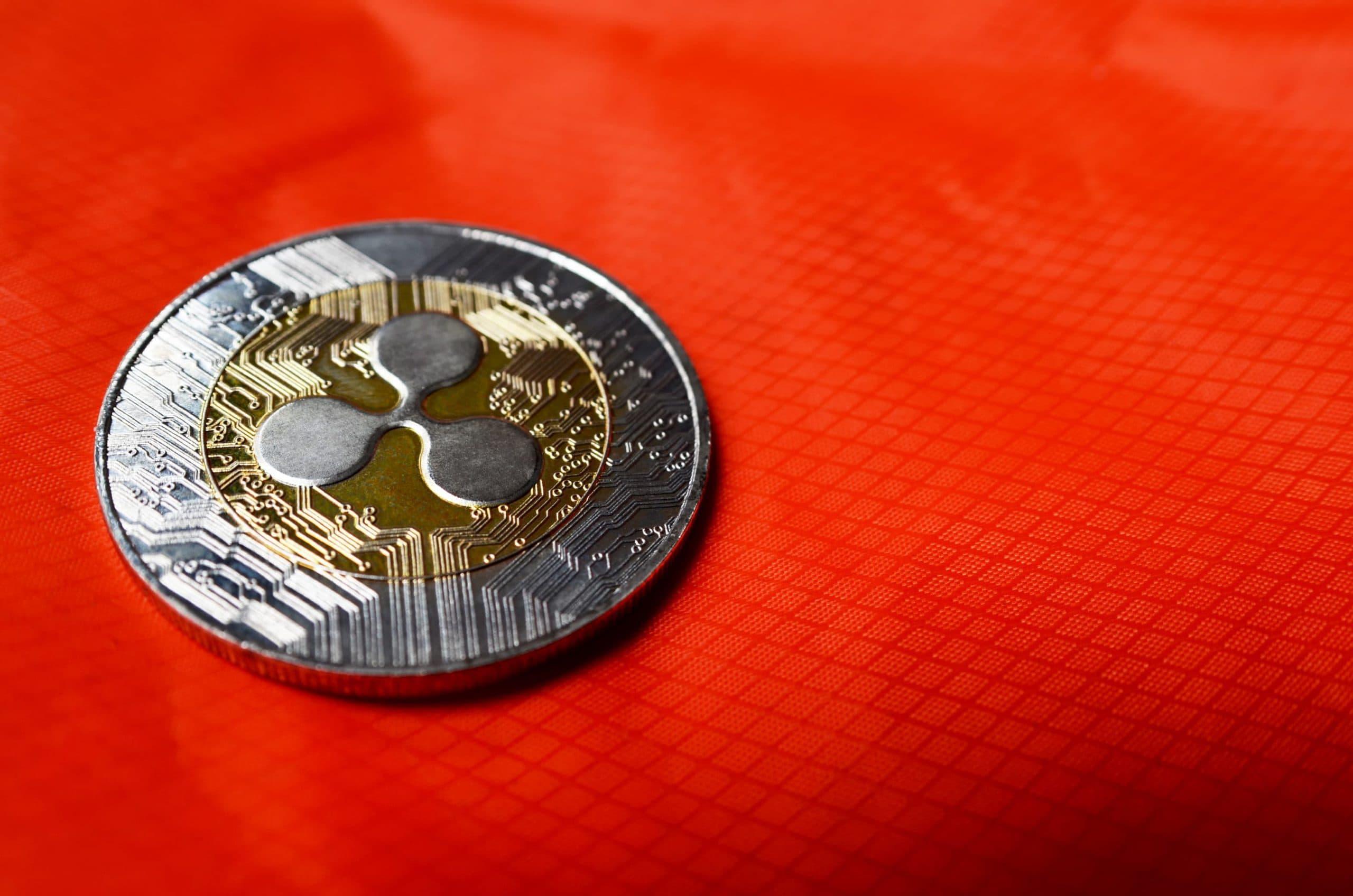 Ripple-Münze auf rotem Untergrund
