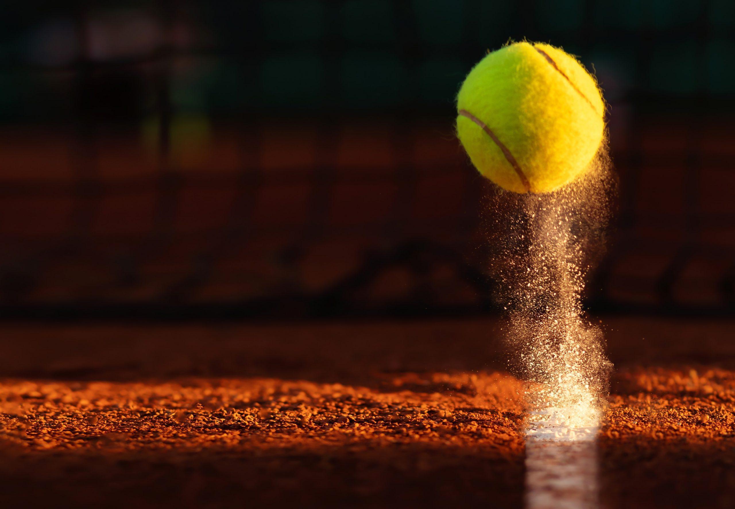 Aufprallender Tennisball