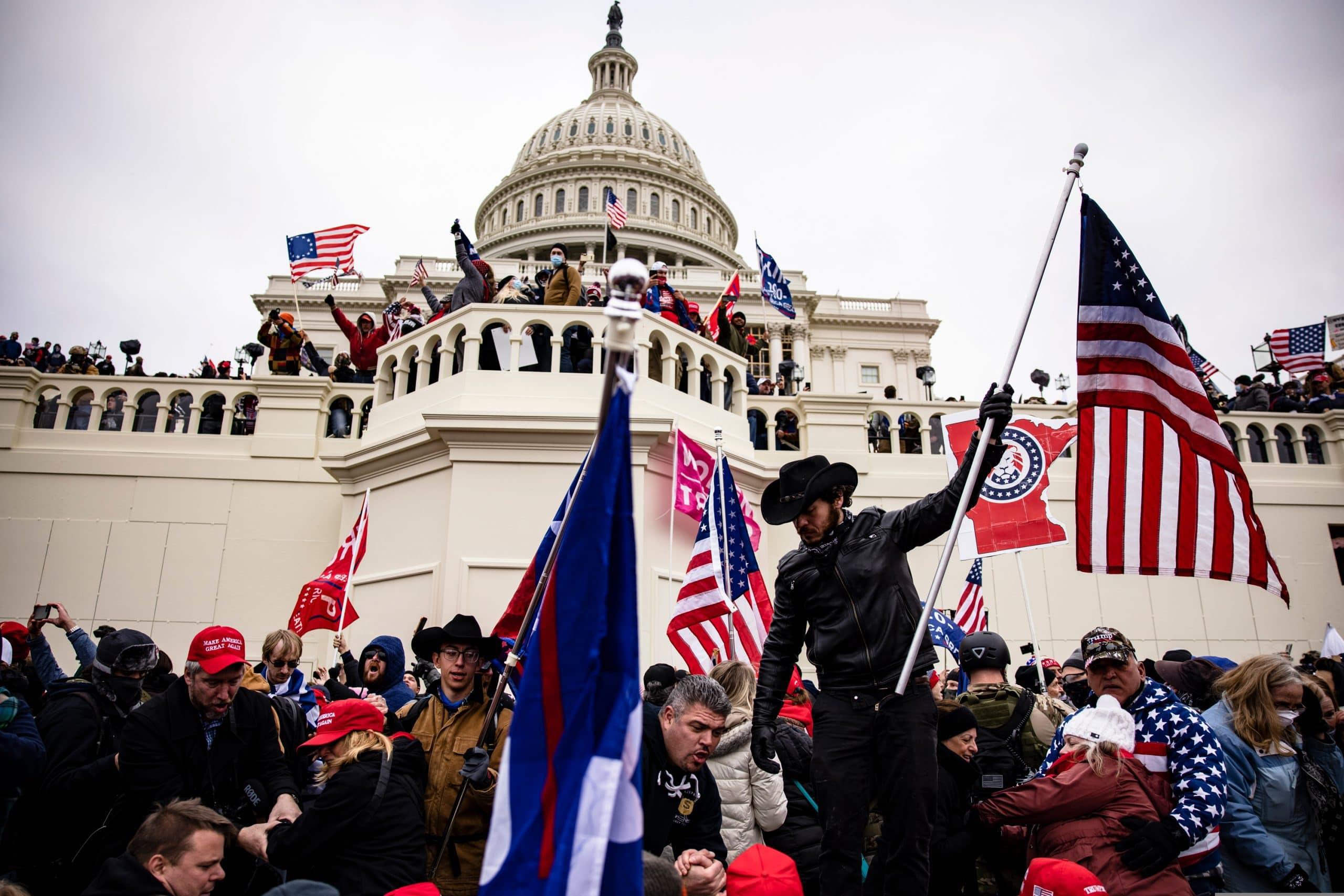 Das Foto zeigt die Stürmung des Kapitols in Washington D.C.