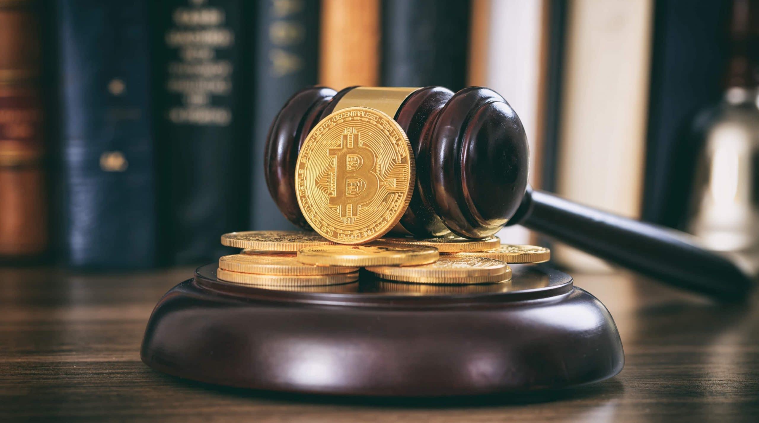 Bitcoin-Münuen und Auktionshammer