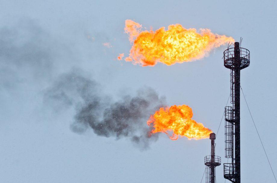 Gas wird verbrannt. CO2 entsteht.