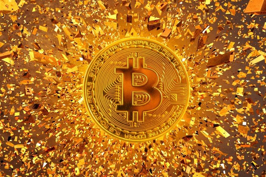 Bitcoin Münze und Goldsplitter