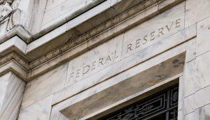 Die Gebäudefassade der Federal Reserve in den USA.