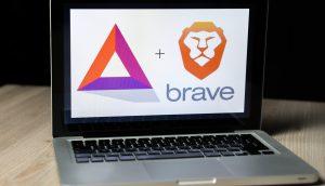 Laptop mit BAT- und Brave-Logos