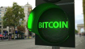 Bitcoin-Schriftzug auf Ampel