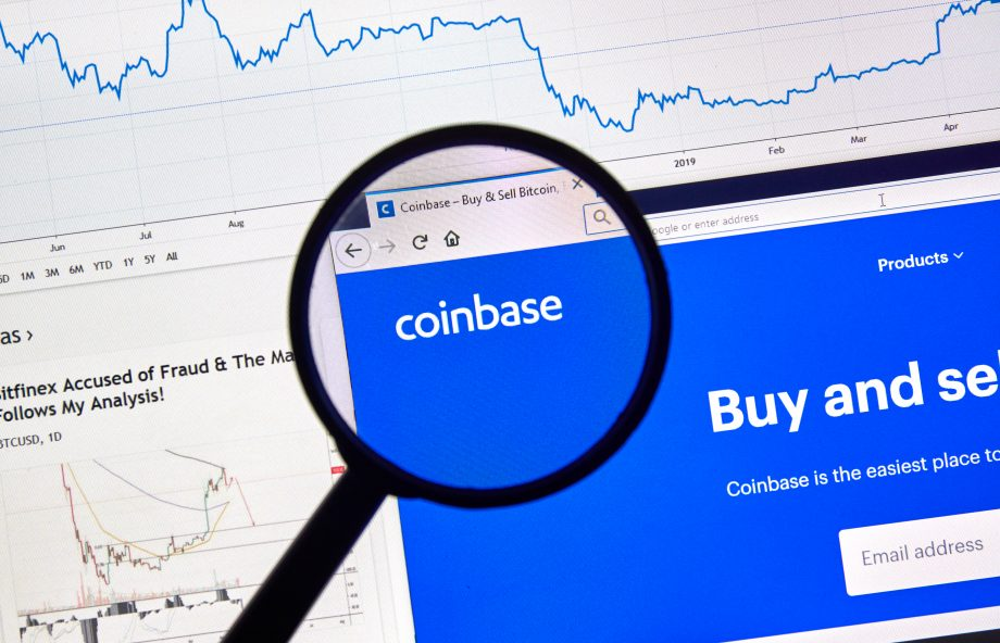 Coinbase Logo auf einem Bildschirm