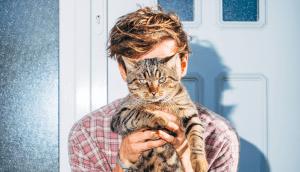 Fynn Kliemann mit Katze