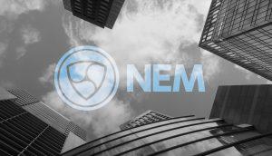NEM-Logo zwischen Wolkenkratzern