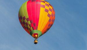 Heißluftballon in luftigen Höhen – Symbolbild Theta-Kurs