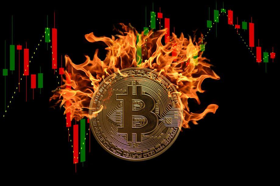 bitcoin-münze vor Bitcoin-Kurs-Chart