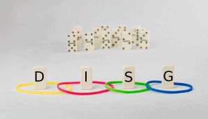 Dominosteine mit der Aufschrift DISG